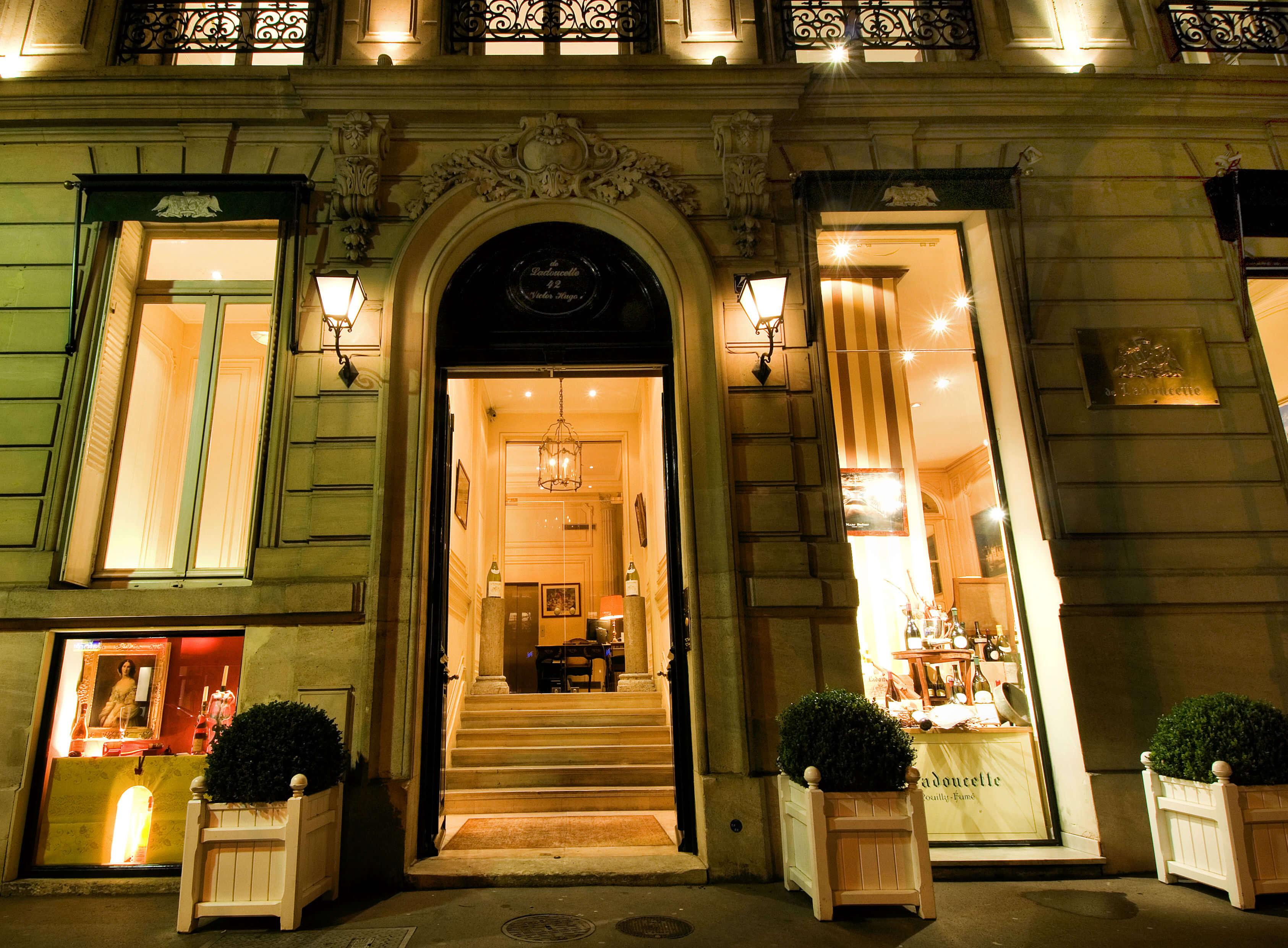 Facade de la maison Ladoucette Paris (2)